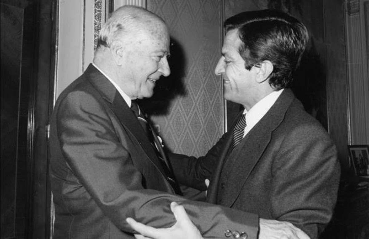 josep-tarradellas-adolfo-suarez-octubre-1977-dia-toma-posesion-como-presidente-generalitat-1461093865013