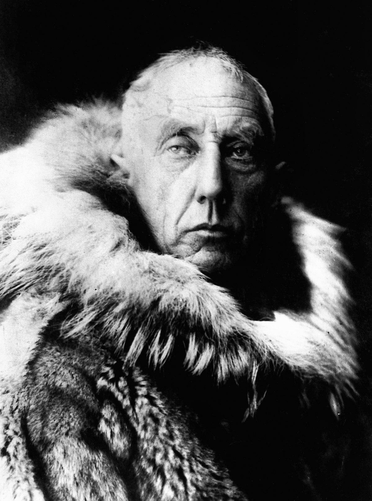 1200px-Amundsen_in_fur_skins